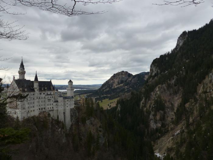 C'est vrai que c'est un bel endroit pour un chateau, même si, personnellement, je l'aurai construit en France