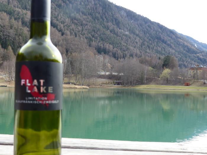 """Seulement 75cl? Cette bouteille aurait du s'appeler """"empty lake!"""""""