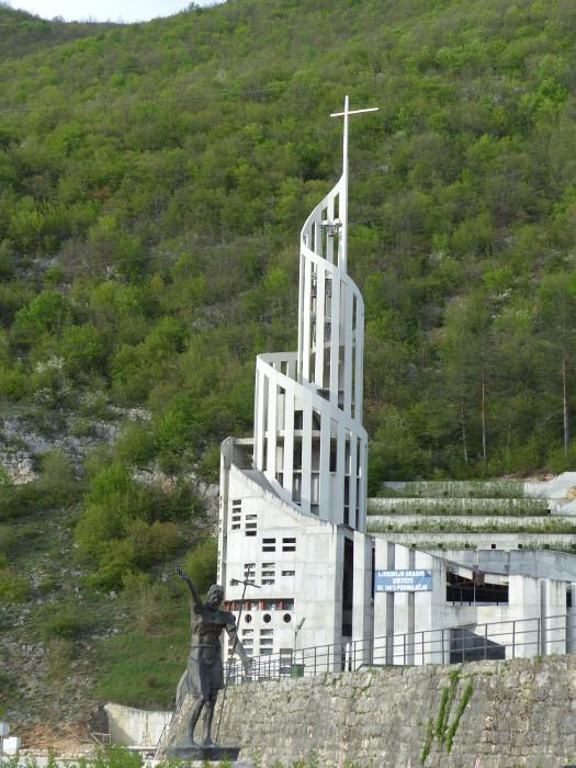 Jésus lui même! semble déplorer les choix architecturaux de cette église