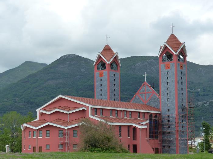 Semblerait que les orthodoxes  soient plus riches que les catholiques dans la région